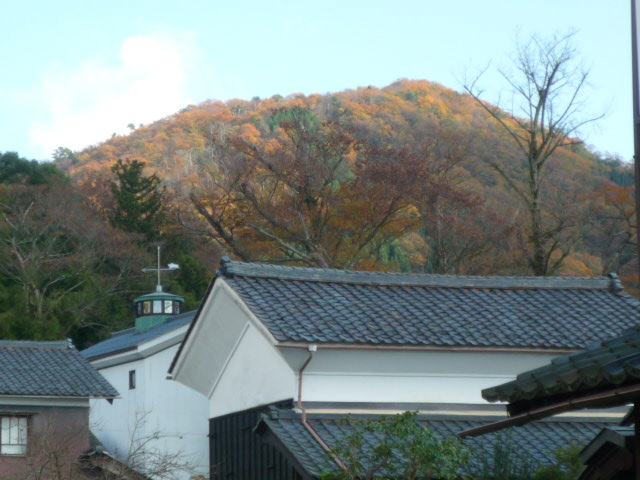 店からの三里山